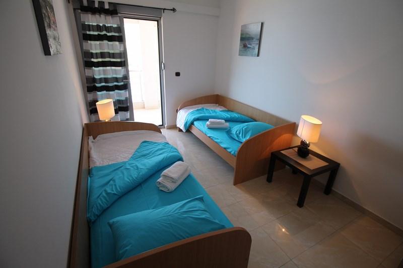 Bedroom 2_twin (Copy)