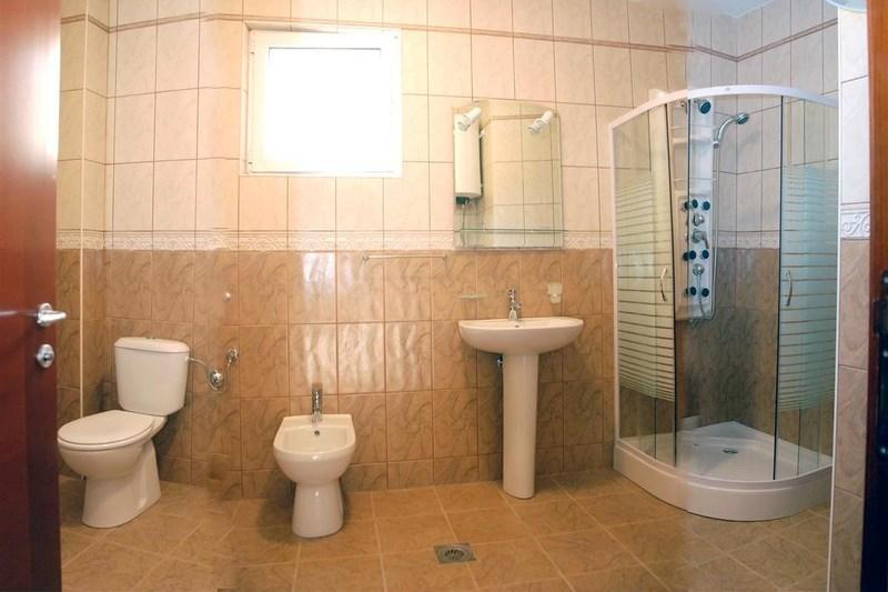 G.Jedno od dva kupatila (Copy)