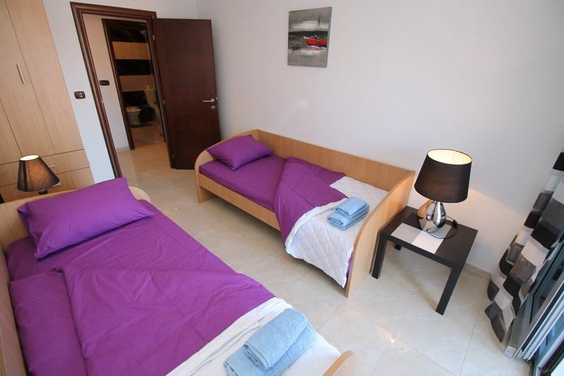 Twin bedroom (Copy)