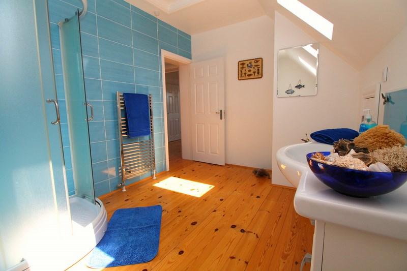 Bathroom 1(2) (Copy)