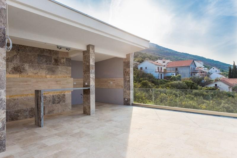 Level 3_terrace pic4 (Copy)