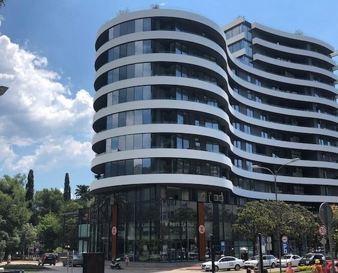 Prodaje se dvosoban stan Budva centar Royal Gardens