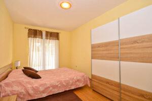 Spavaca soba sa ugradnik plakarima